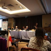 Stół prezydialny. Trzecia od lewej nowa przewodnicząca ER-WCPT Esther-Mary D'Arcy